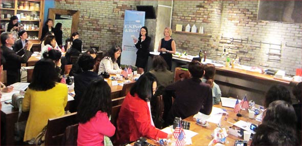 Leann Saunders addresses Korean consumers and bloggers