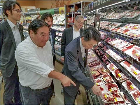 USMEF Japan Director Takemichi Yamashoji (left) leads the Agriculture and Livestock Industries Corporation (ALIC) delegation on retail visits in Denver to learn about red meat merchandising