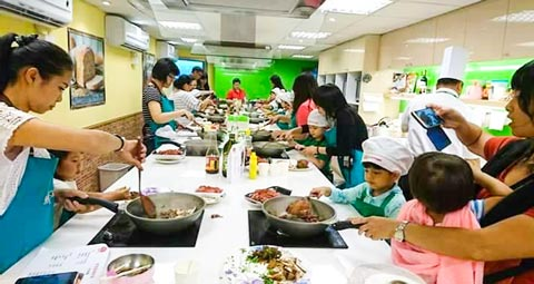 USMEF and Amart offered a children's cooking schoolroom for families to learn how to cook U.S. beef dishes