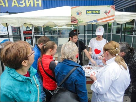 A USMEF retail promotion at Metro Cash & Carry outlets in Ukraine offered shoppers tasting samples of U.S. beef