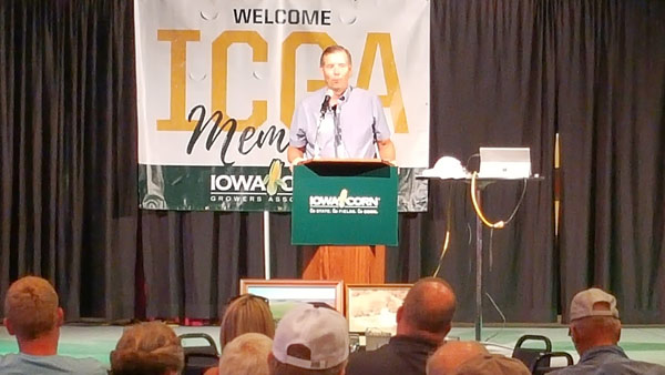 USMEF Chair Bruce Schmoll speaks to corn growers in Spencer, Iowa, on the importance of red meat exports to the U.S. corn industry
