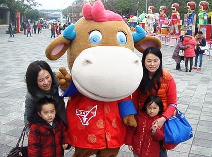 A family poses with the U.S. beef mascot at the Taipei Lantern Festival in Taiwan