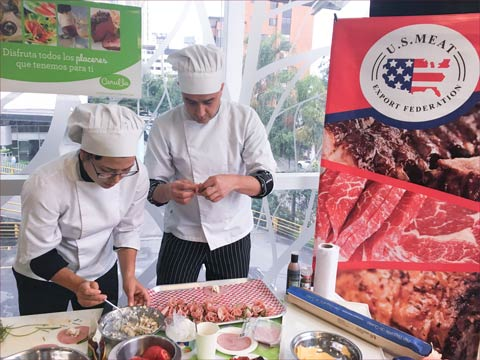Samples of Natural Choice Ham were given out at a promotional event organized by USMEF and Austin S.A.S.