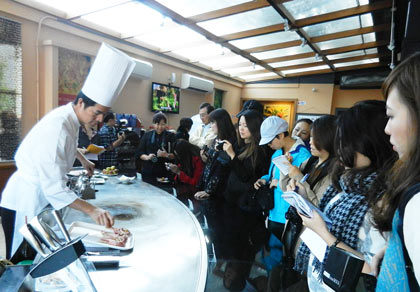 Chef Chen's demonstration was well-attended by Taiwan media