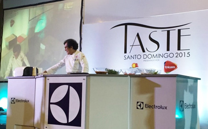 "USMEF Corporate Chef German Navarrete prepared U.S. ribeye and U.S. pork loin at ""Taste 2015"" in the Dominican Republic"