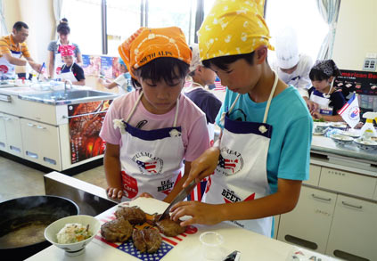 Japanese children prepare U.S. steaks at a USMEF outreach event