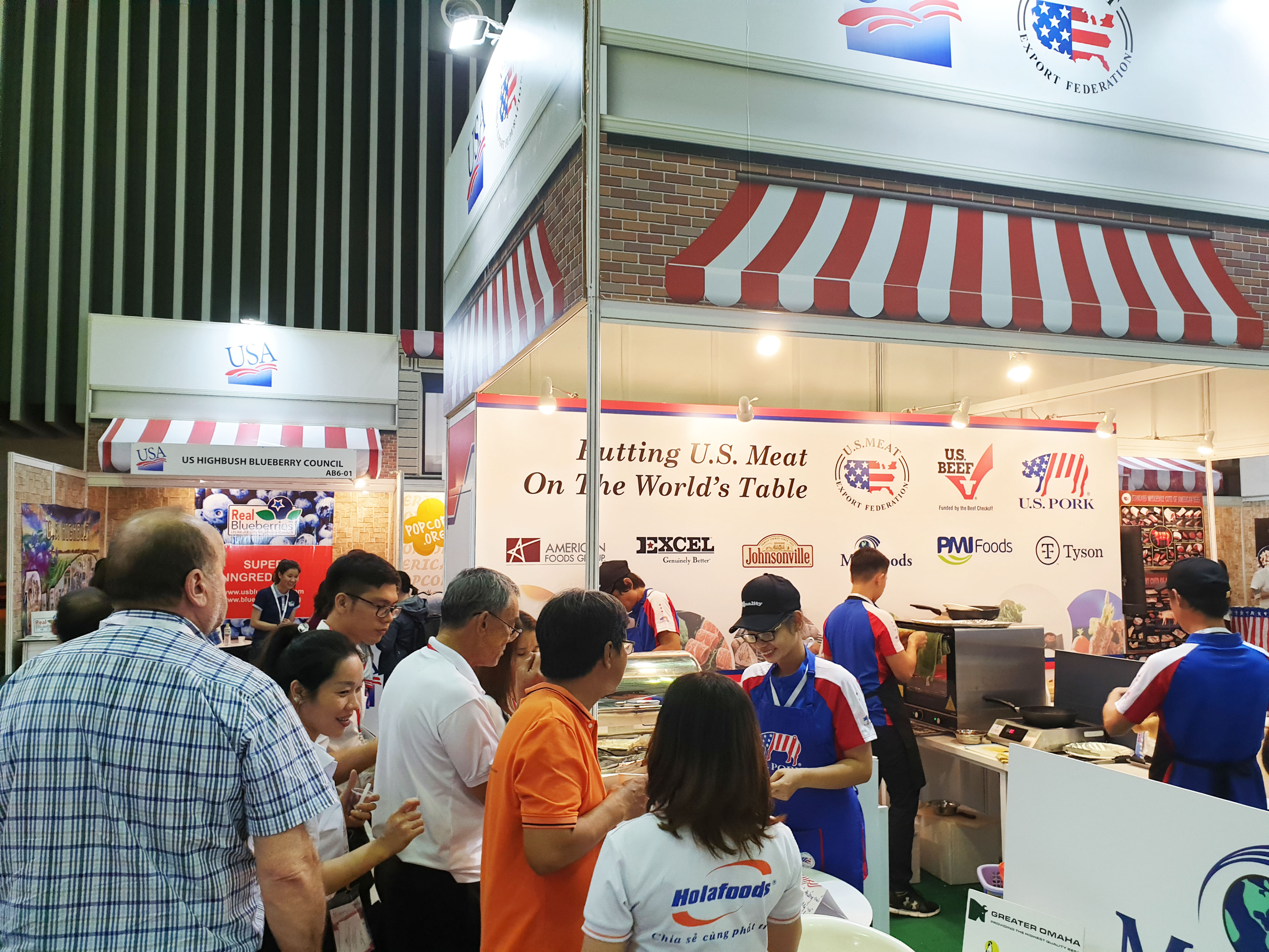 The USMEF booth was located inside the U.S. pavilion and attracted importers and foodservice managers from Vietnam and other countries in the ASEAN region