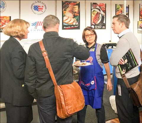 USMEF's Sabrina Yin offers U.S. pork tasting samples at Foodservice Australia