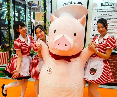 Gochipo, the U.S. pork mascot in Japan, made several appearances at FoodEx 2017