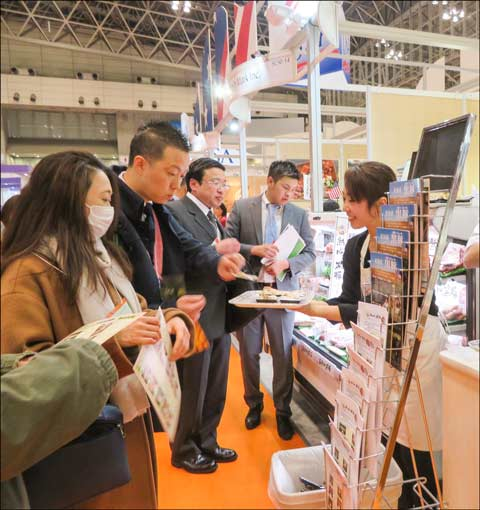 Samples of U.S. beef and pork dishes – some of them new to Japanese consumers – were handed out at the USMEF booth