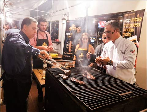 Cuts of U.S. beef were grilled for customers of Restaurant Hacienda Real in Guatemala City at a U.S. Beef Grill Master event organized by USMEF