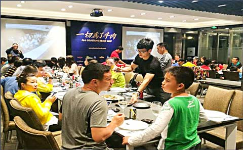 U.S. pork was served to young players and their parents at the awards dinner of the Guangzhou Amateur Tennis Open