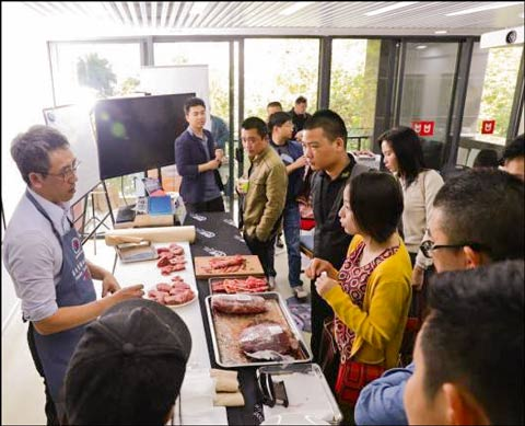 Alex Sun, USMEF marketing manager in Taiwan, introduces Chinese hotel and restaurant staffers to alternative cuts of U.S. beef