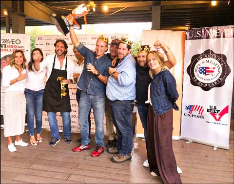 Winners of the Barbecue Challenge sponsored by USMEF celebrate and pose for a group photo