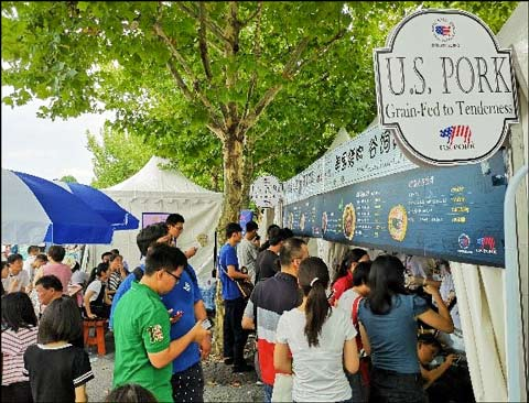 Attendees at the Hema Food and Wine Festival formed lines for tasting samples of U.S. pork baby back ribs, U.S. beef burgers and other U.S. red meat products