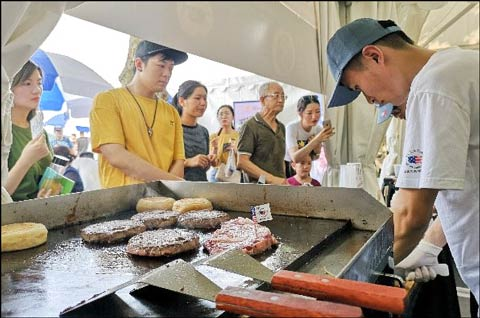 USMEF used social media to attract consumers to the Hema Food and Wine Festival in Shanghai and encouraged interactive discussions about U.S. pork and beef sampled during the event