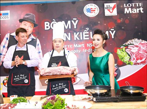 """Hollywood Chef"" Jack Lee, center, demonstrates preparation and cooking of U.S. beef at the Lunar New Year celebration"