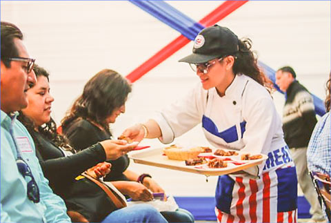 Tasting samples of four U.S. pork dishes were  given to prospective customers during the USMEF cooking demonstration