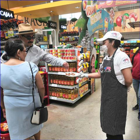 USMEF regularly conducts seminars and trainings for processing companies that supply U.S. red meat for sandwiches sold in Mexico's convenience stores