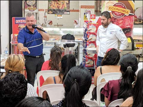 Nelson Cardona (left) of Alimentos Carbel in Colombia and USMEF chef Miguel Angel Hurtado share information about U.S. pork with shoppers at the Surtifamiliar supermarket in Cali, Colombia