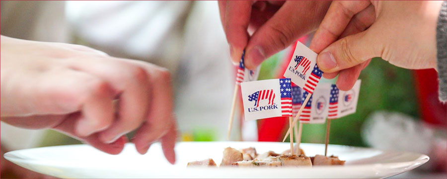 Tasting samples were included in the seminars, which were designed to educate Shanghai-area foodservice managers and chefs about U.S. pork