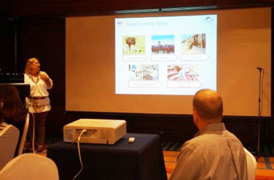 Ruth Coffey, an Oklahoma beef producer, presents details of her ranch to Korean bloggers and chefs