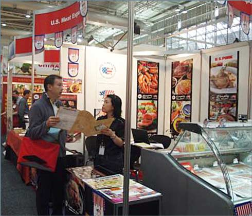 USMEF-ASEAN Director Sabrina Yin visits with a prospective buyer at Fine Food Australia