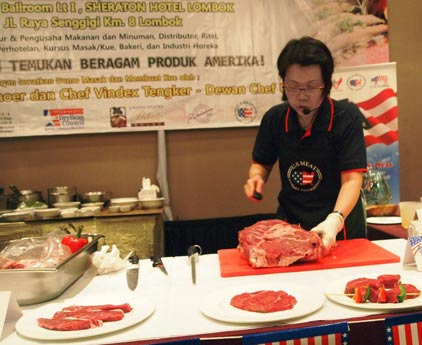 USMEF-ASEAN Director Sabrina Yin conducts a cutting seminar for foodservice professionals in Lombok, Indonesia