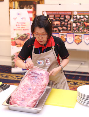 USMEF ASEAN Director Sabrina Yin provides a cutting demonstration