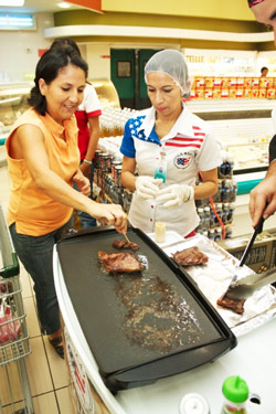 Supermarket customers sample U.S. steak in El Salvador