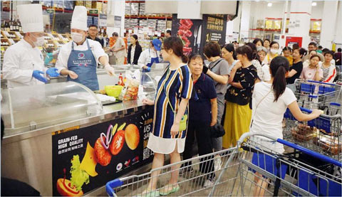 Sam's Club shoppers in Shanghai line up to sample U.S. beef burgers prepared by a USMEF chef who also gave tips on preparing, cooking and serving the burgers