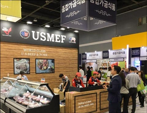 USMEF's booth at the Samsung Welstory Food Festa in South Korea displayed U.S. beef and pork cuts and promoted new menu ideas to the institutional foodservice sector