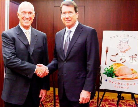 USMEF's Philip Seng shakes hands with U.S. Ambassador to Japan William Hagerty while celebrating the 40th anniversary of USMEF's office in Japan
