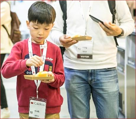A young consumer at the Seoul Cafe Show samples U.S. processed pork