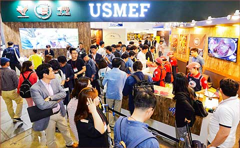 The USMEF pavilion at Seoul Food 2017 attracted large crowds and offered samples of U.S. pork and beef products