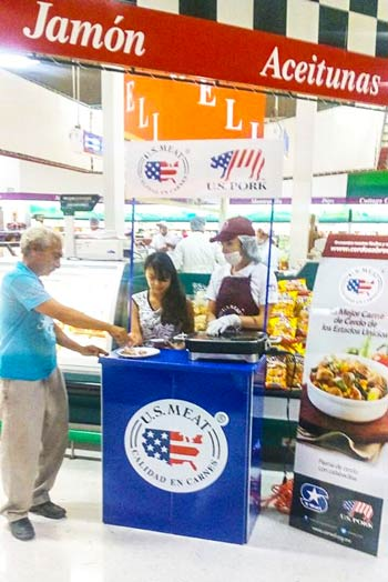 A customer at a Smart supermarket in Mexico samples U.S. pork during a USMEF promotion