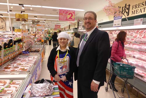Minnesota Soybean Executive Director Tom Slunecka observes a USMEF pork sampling station at a Tokyo Ito Yokado supermarket