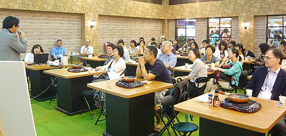 Importers and other key industry guests attend a USMEF seminar at the 2011 Taipei International Food Show