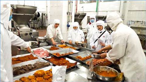 A variety of U.S. pork processed products were demonstrated to research and development staff at Ershang Foods in Beijing