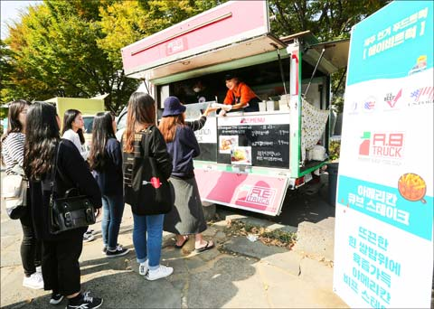 The sampling session of the event included food truck businesses serving dishes made with U.S. beef and pork