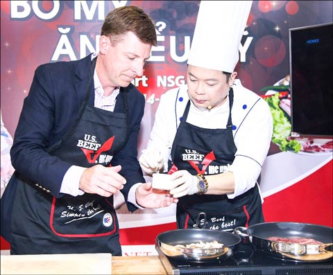 Timothy Liston, deputy principle officer of the U.S. Consulate, was the guest of honor during chef Jack Lee's U.S. beef cooking demonstration
