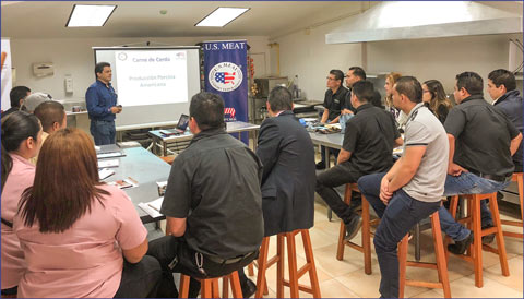 USMEF consultant Saul Bueso provided an overview of the U.S. pork industry and explained the advantages and attributes of U.S. pork at USMEF seminars in Panama and Honduras