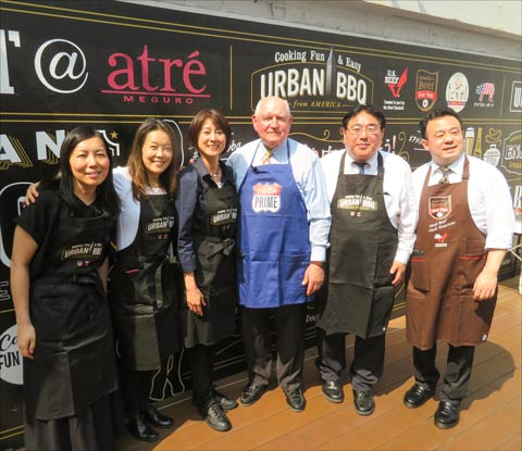 USMEF staff with U.S. Agriculture Secretary Sonny Perdue at the Urban Barbecue event: (left to right) Ayako Akudo, Yumiko Nishikawa, Tazuko Hijikata, Perdue, Takemichi Yamashoji and Tatsuru Kasatani
