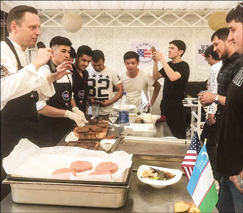 Chef Pavel Galkovsky shares his experiences with U.S. chilled beef and explains the advantages of using U.S. beef cuts to HRI chefs and managers at a USMEF seminar in Samarkand, Uzbekistan