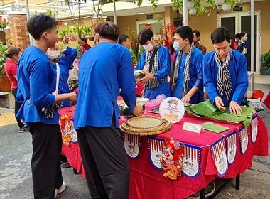 Lunar New Year Festival in Vietnam Features U.S. Pork with Rice Cakes