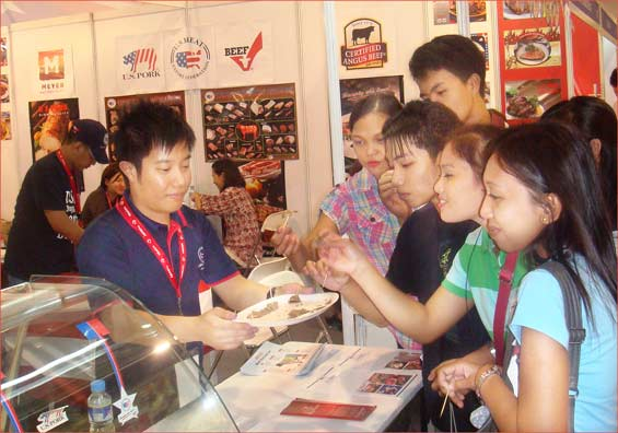 U.S. beef and pork samples draw an enthusiastic crowd at World Food Expo in Manila