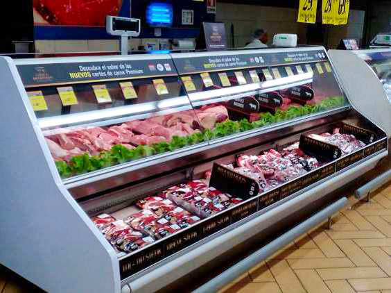 Meat cases at Walmart stores participating in the USMEF Central America promotion featured a variety of U.S. pork and beef cuts