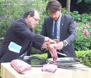 French chefs, food distributors and restaurant and hotel managers attended a U.S. beef promotion at the U.S. Embassy in Paris