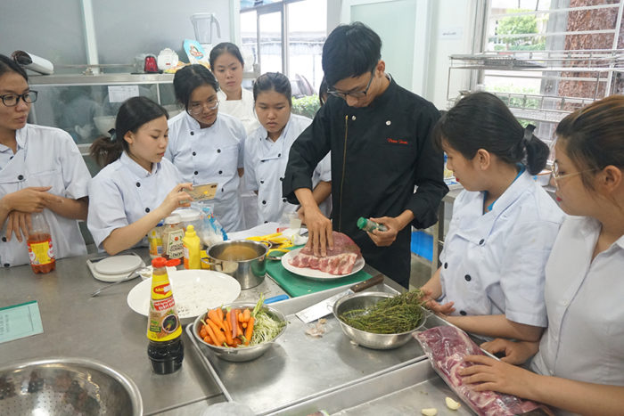 Students participating in the 2018 Talented Young Chefs Competition at Thu Duc College of Technology in Vietnam were given instruction on preparing dishes using U.S. pork baby back ribs