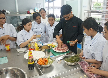 U.S. Pork Baby Back Ribs Centerpiece of Young Chef Competition in Vietnam